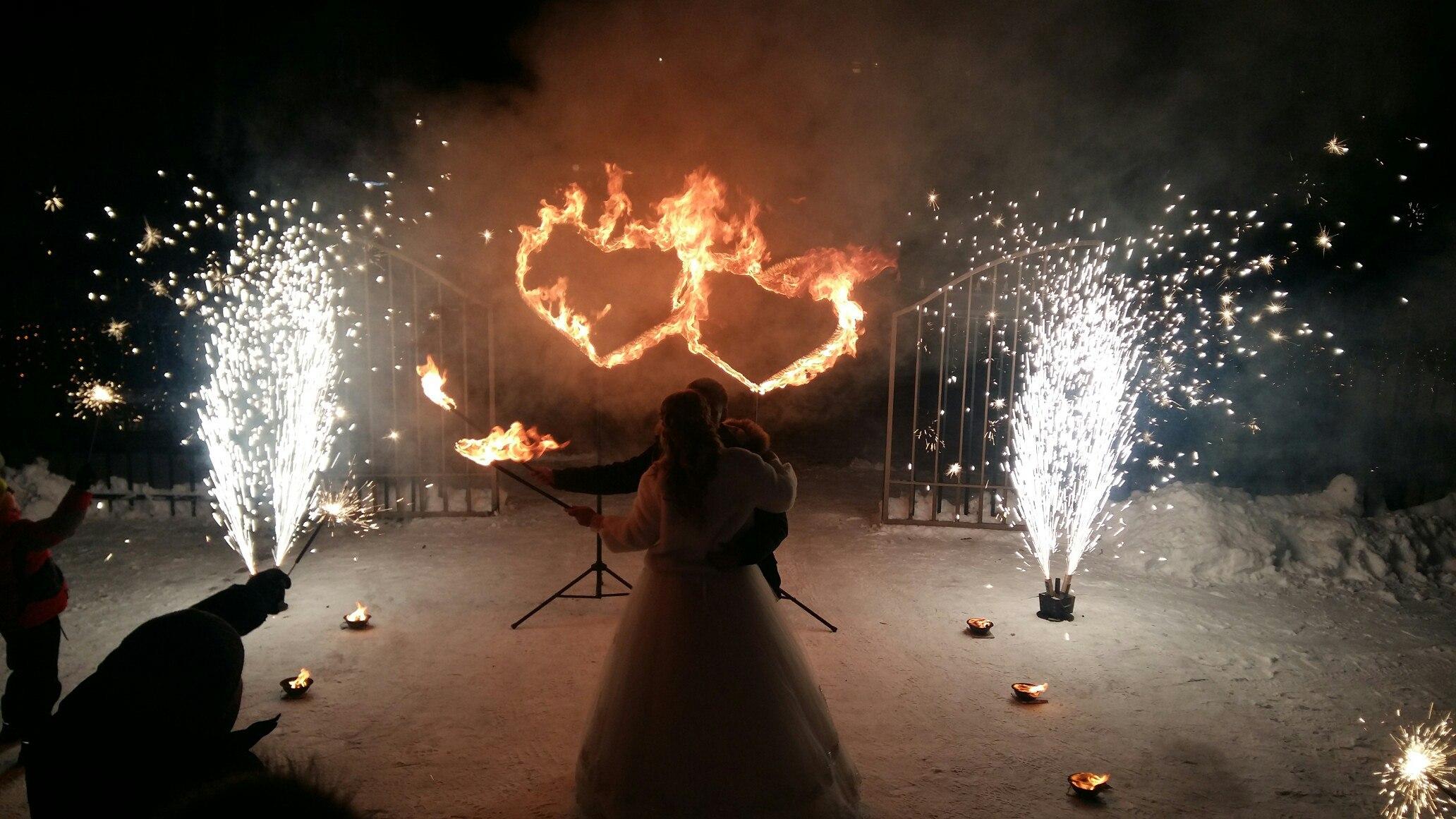 Салют на свадьбе - фото фаер-шоу, красивый фейерверк 36